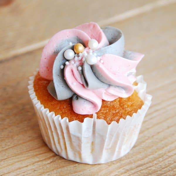 colorful cupcakes, kleurrijke cupcakes, roze cupcake, pink cupcake, blue cupcake, blauwe cupcake, gekleurde cupcake, colored cupcake, green cupcake, groene cupcake, vrolijke cupcake, happy cupcake, rainbow cupcake, regenboog cupcake, gele cupcake, yellow cupcake, orange cupcake, oranje cupcake, paarse cupcake, purple cupcake, disco cupcake, mixed colored cupcake, marble cupcake, marmer cupcake, bonte cupcake, spots cupcake, colorful spots cupcake, cream cupcake, creme cupcake, Cupcakes, Cakes, cakes amsterdam, cake shop amsterdam, cupcake winkel amsterdam, taart amsterdam kopen, red velvet amsterdam, red velvet kopen, birthday cake amsterdam, verjaardagstaart amsterdam, red velvet cake, red velvet taart, american red velvet amsterdam, red velvet cake amsterdam, red velvet cake bestellen, wedding cake, bruidstaart, thema taart, theme cake, customized cake, corporate cake, big cake amsterdam, grote taart bestelling, stapeltaart bestellen, gender reveal cake amsterdam, gender reveal taart amsterdam, birthdayparty cake, kinderfeestje traktatie, , online taarten winkel, online taarten kopen, online taarten bestellen, webshop cakes, order cakes online, bakery amsterdam, amsterdam bakkerij, american bakery amsterdam, cheesecake kopen, cheesecake bestellen, red velvet cheesecake, birthdayparty cake, cupcake amsterdam, cupcakes kopen, cupcakes bestellen, online cupcake winkel, online cupcakes kopen, online cupcakes bestellen, webshop cupcakes, order cupcakes online, bakery amsterdam, cakepops amsterdam, cakepop winkel amsterdam, cakepops bestellen, cupcakes traktatie, corporate cupcakes, corporate cake, corporate gift, zakelijke cupcakes, fair trade gebak, fair trade taart, fair trade cake, fair trade cupcakes